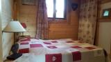 une des 2 chambres en RDC avec son lit double