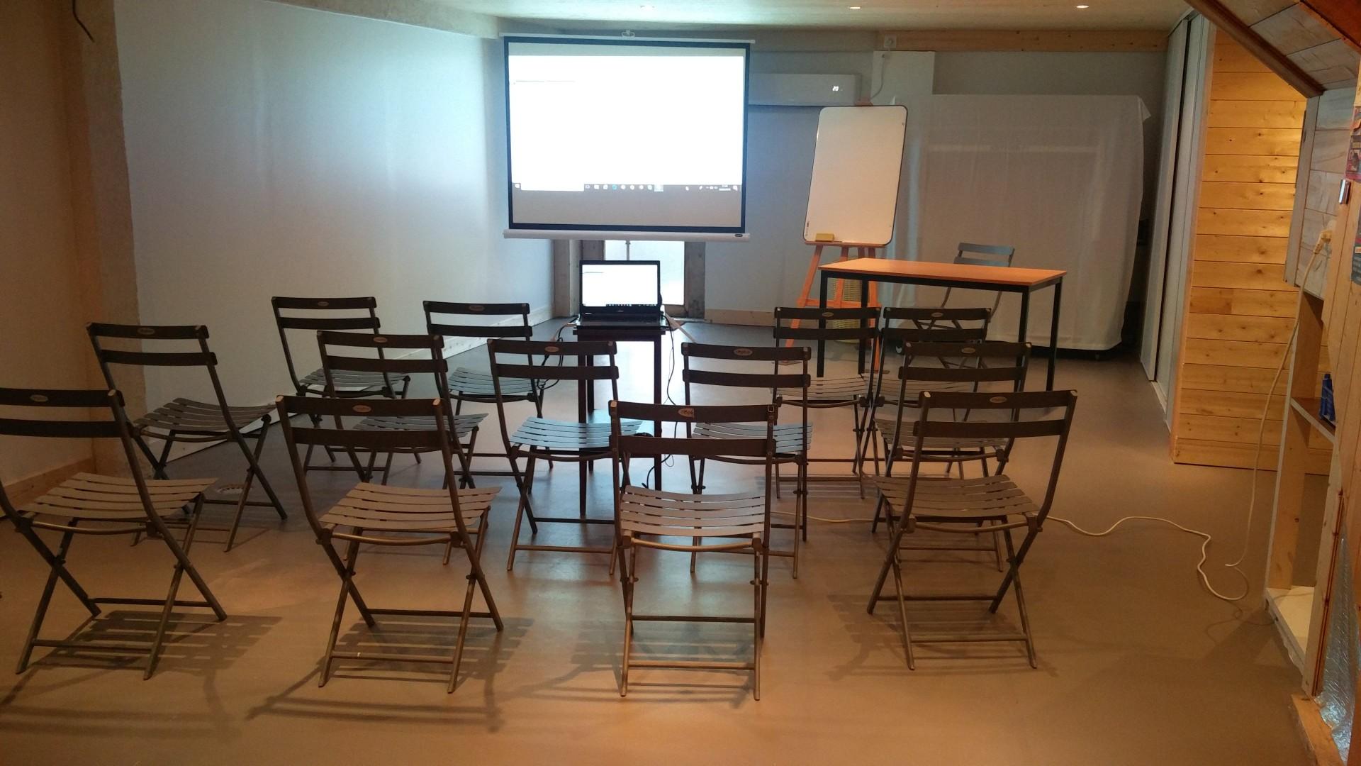 salle_seminaire_2.jpg